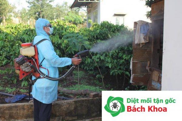 Phun thuốc diệt muỗi tại nhà chú Hưng Hà Đông
